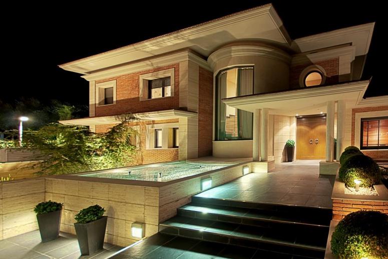 Casas de lujo en sant cugat for Escaleras de casas de lujo
