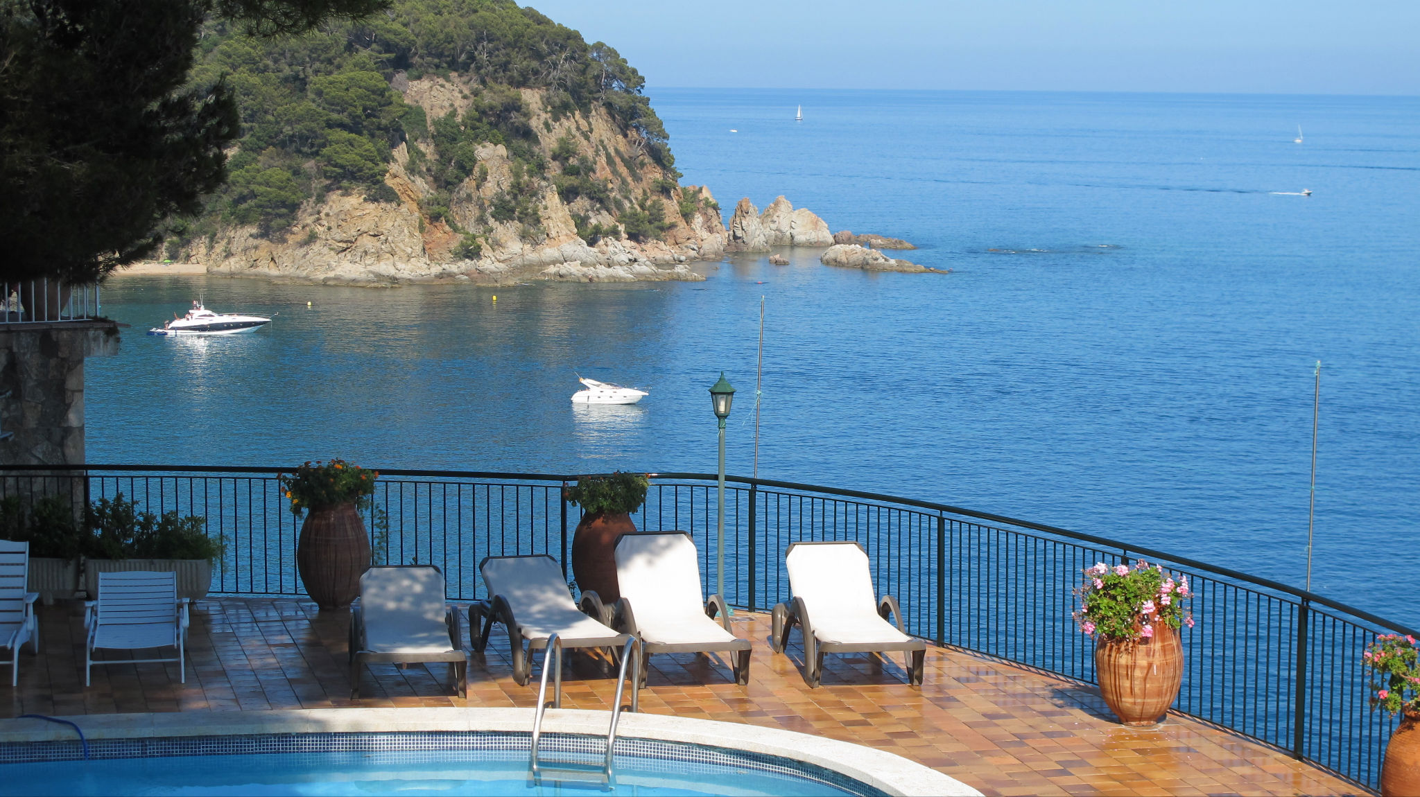 The discreet charm of the luxury homes in costa brava for Casas de lujo