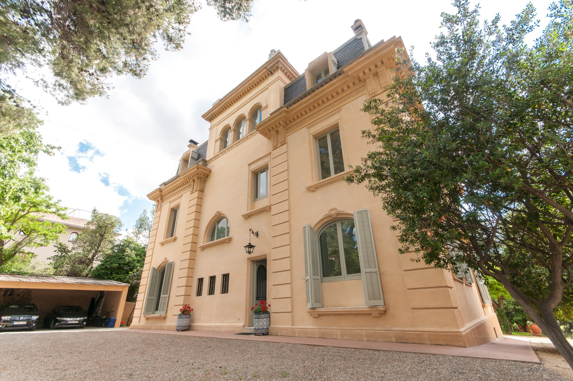 Casas de lujo en alquiler en sant gervasi for Casas con piscina barcelona alquiler