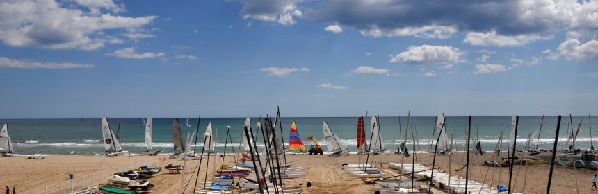The apartment rental in Castelldefels allows you to enjoy water sports